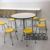 深圳工行订购一批方圳玻璃钢餐桌椅
