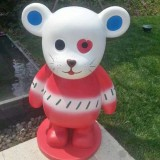 广东玻璃钢卡通熊雕塑定制