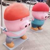 广东广场玻璃钢卡通猪雕塑