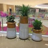 云南商场美陈玻璃钢花盆组合装饰室内空间