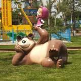 玻璃钢灰熊和女孩雕塑营造游乐场卡通氛围