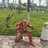 玻璃钢盔甲影视英雄人物雕塑维护世界和平