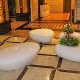 新疆玻璃钢水滴座椅花盆组合