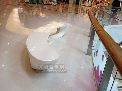 商场玻璃钢美陈休闲椅摆放效果