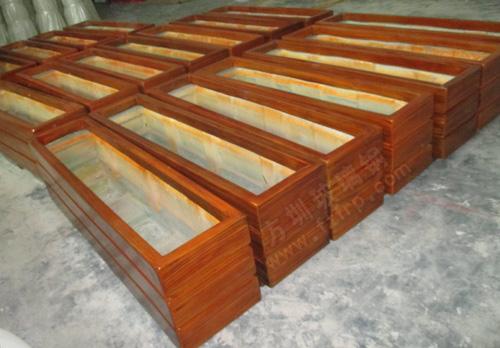 方圳玻璃钢仿木纹花盆工厂生产图