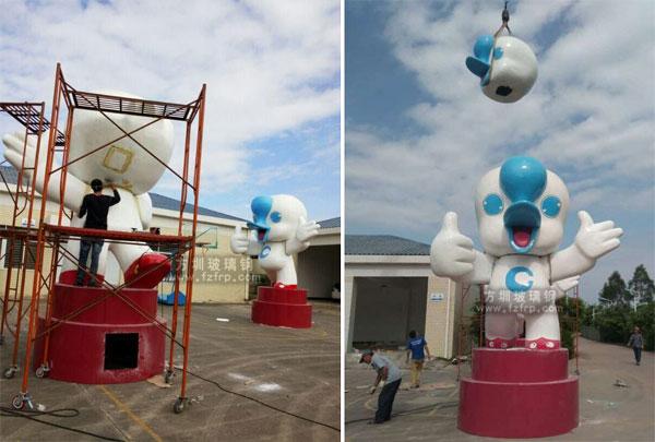 大型吉祥物玻璃钢卡通雕塑现场安装图