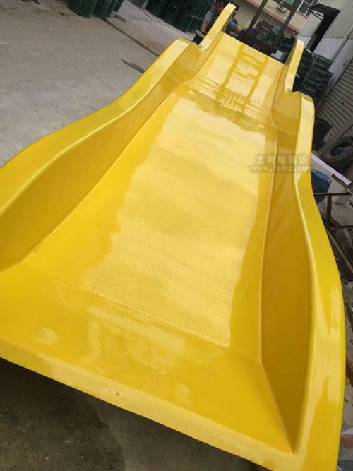 小S型玻璃钢滑梯工厂生产图