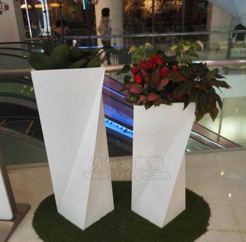 方圳玻璃钢组合花盆在深圳大型商场电梯口摆放图