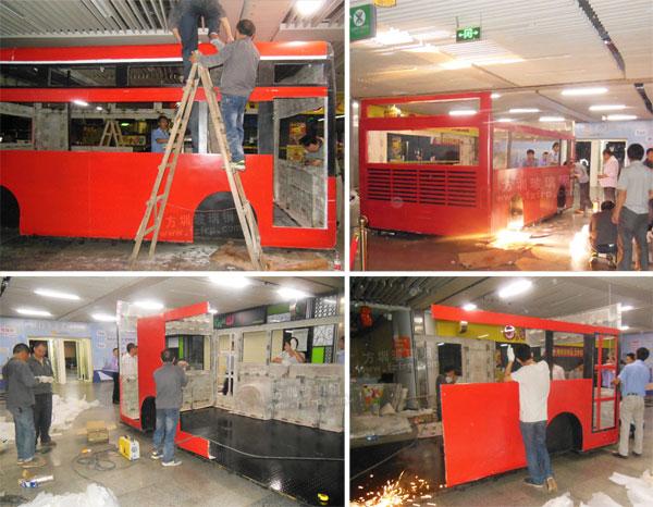 玻璃钢巴士售卖车车模连城新天地地铁站内现场安装图