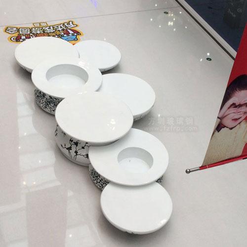 万达青花瓷座椅玻璃钢制品工艺品