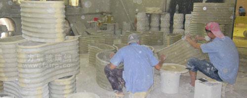 腰型创意玻璃钢花盆长沙梅溪新天地定制工厂打磨修补图