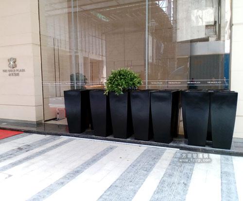 玻璃钢户外花盆成深圳罗湖大厦装饰花盆