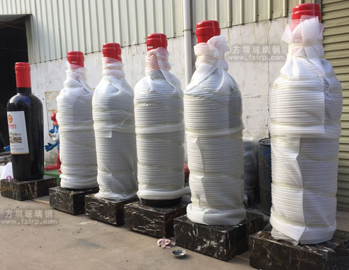 湖北酒庄仿真玻璃钢红酒瓶雕塑工厂成品图