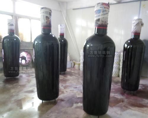 湖北酒庄仿真玻璃钢红酒瓶雕塑工厂生产图