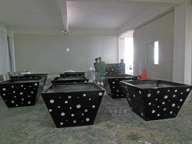 江苏南京溧水产业新城大型玻璃钢花盆工厂生产图