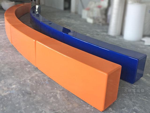 弧形拼接玻璃钢座椅工厂成品展示图