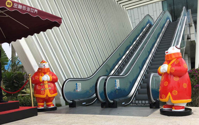 卡通熊玻璃钢雕塑在惠州金融街海世界营銷中心摆放图