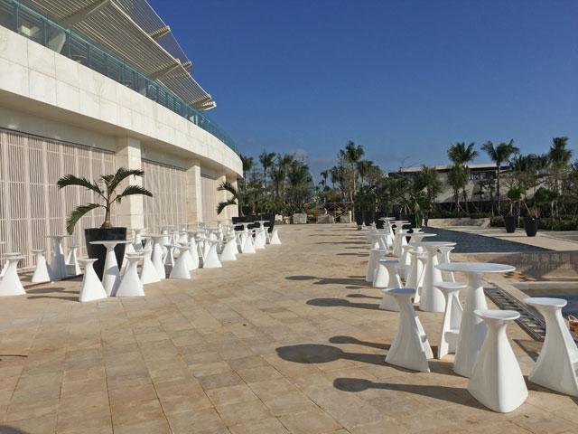 玻璃钢茶几凳子只为您舒适享受海边风光