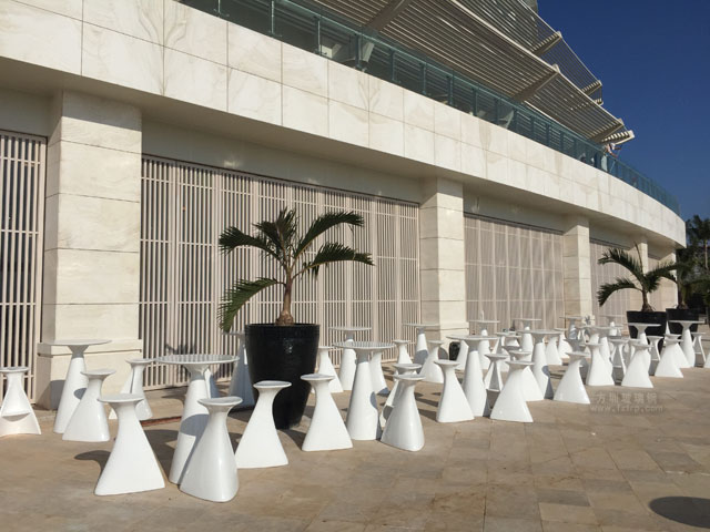 玻璃钢茶几凳子海南7星度假酒店户外摆放图