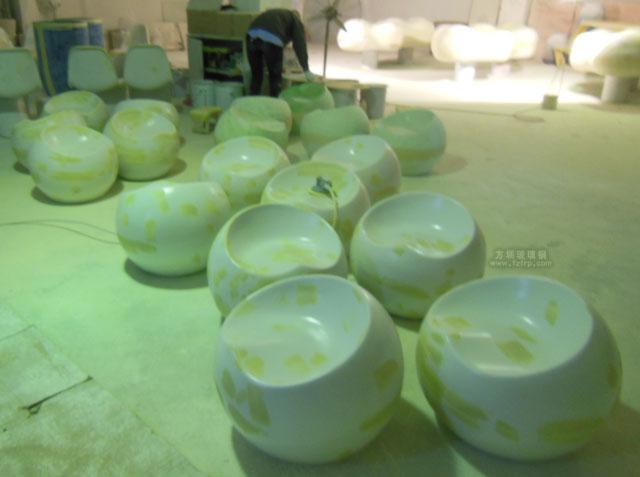 佛山三水广场玻璃钢苹果凳工厂打磨修复图