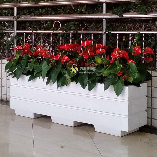 仿木玻璃钢花箱种上绿植让深圳校园春意盎然
