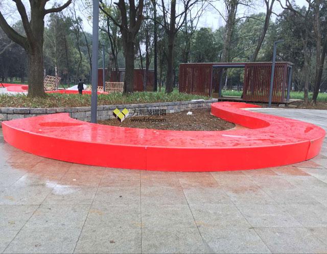 方圳150米弧形玻璃钢休闲椅贵阳花溪公园定制