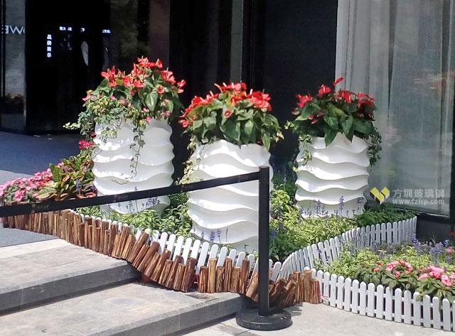 世界500强恒大地产玻璃钢景观花盆户外摆放图