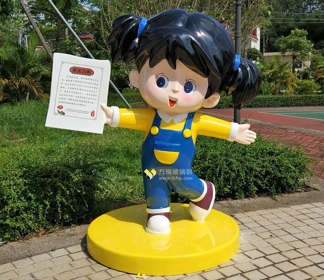 广州增城大埔围村玻璃钢卡通人物雕塑村内摆放图