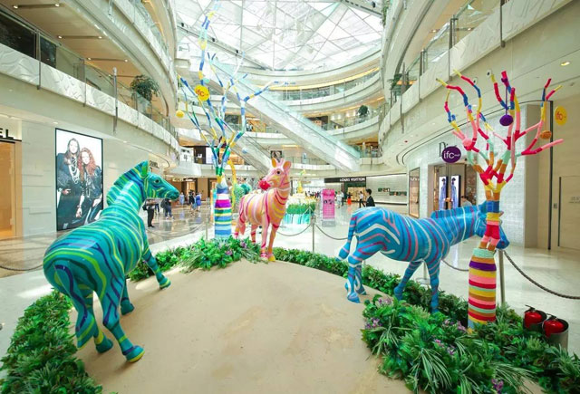 黄骅商场玻璃钢彩绘雕塑定制