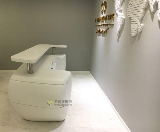深圳办公室装饰工程玻璃钢办公前台现场摆放图