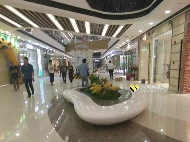 海南万达广场玻璃钢花盆座椅商场摆放图