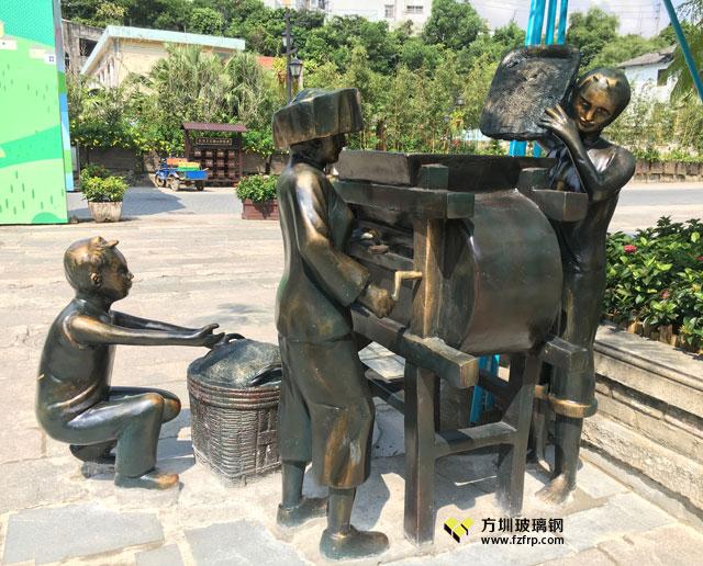 玻璃钢仿铜人物稻谷风车雕塑广东客家秋收场景