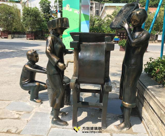 广东客家秋收场景玻璃钢仿铜人物稻谷风车雕塑现场摆放图