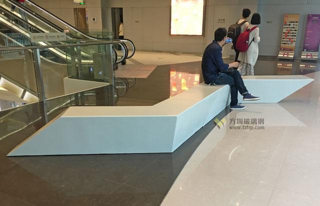 武汉M+购物中心玻璃钢组合休闲座椅电梯口摆放图