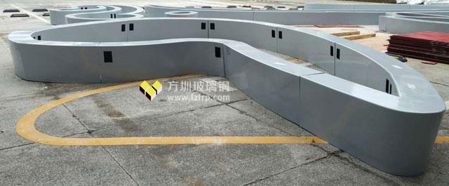 深圳花园城大型玻璃钢logo座椅现场组装图