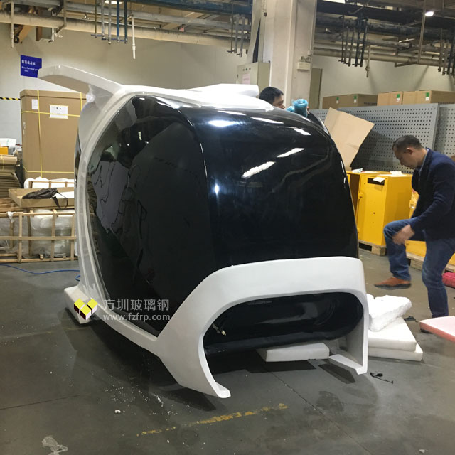 富士康飞船造型玻璃钢VR设备外壳车间安装图