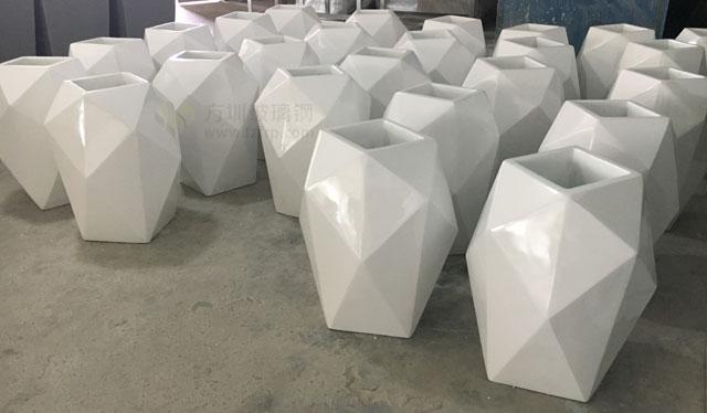 玻璃钢菱形花器美化装饰天津商业街