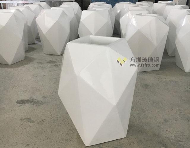 天津商业街玻璃钢菱形花器方圳工厂成品展示图