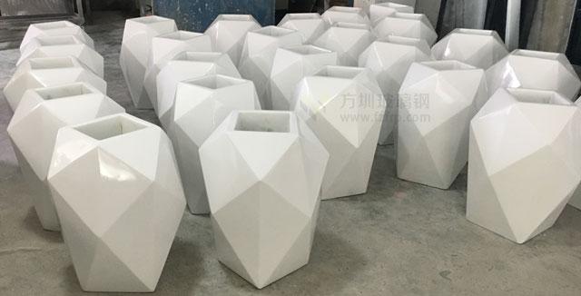 天津商业街玻璃钢菱形花器方圳工厂生产图