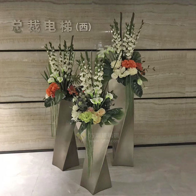 玻璃钢螺旋扭曲花瓶创意组合装饰深圳龙岗天安云谷