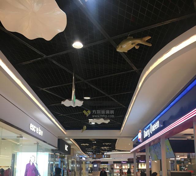 湖南岳阳步步高商场玻璃钢荷叶鲤鱼吊饰现场图