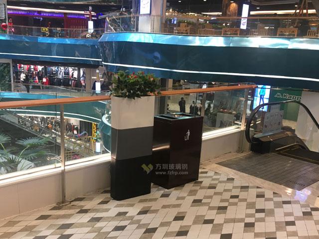 湖南商场电梯口玻璃钢景观花盆垃圾桶组合搭配