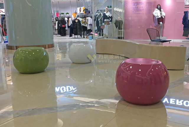 商场美陈装饰玻璃钢组合休息座椅现场摆放图