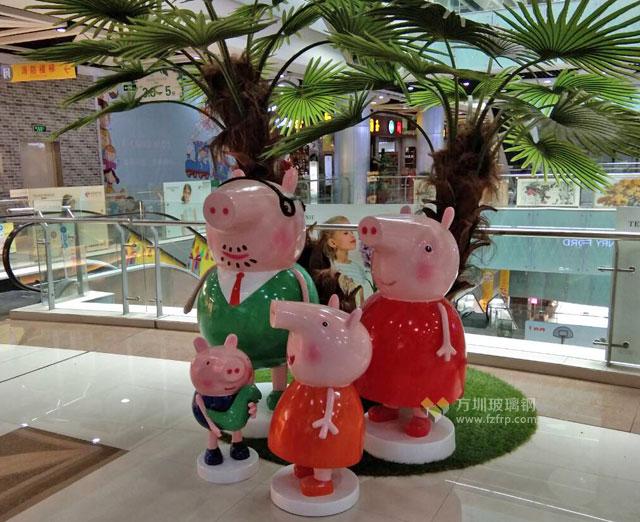 大流量IP玻璃钢卡通猪雕塑深圳商场摆放图