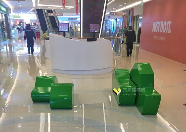 方圳创意玻璃钢休息椅商场摆放图