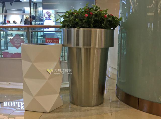 玻璃钢创意垃圾桶与花盆上海商场摆放图