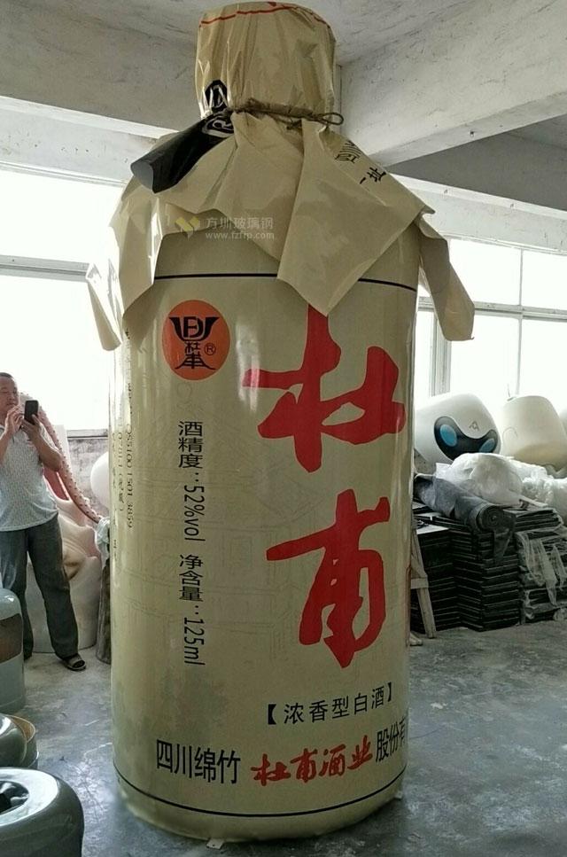 四川玻璃钢白酒瓶模型雕塑提升品牌形象