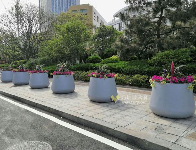 玻璃钢大花钵提升山东青岛街道景观工程