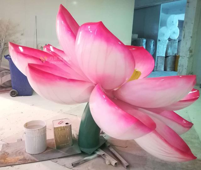 玻璃钢莲花雕塑提升广东汕尾乡村主题景观
