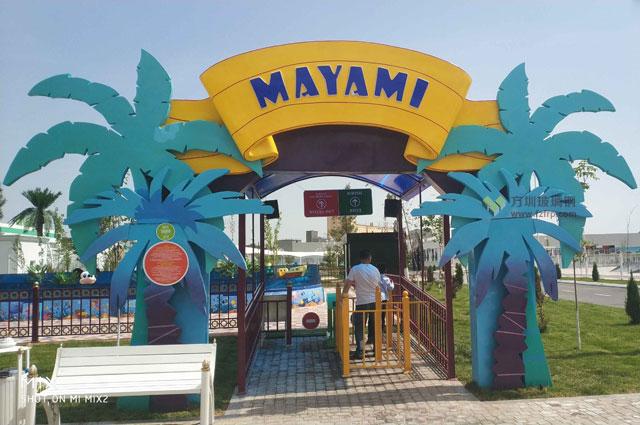 国外儿童游乐园玻璃钢棕榈树门头设计制作